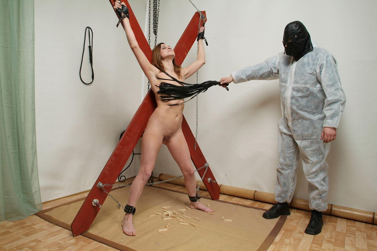 что устраиваться фото как наказывали девушек когда те били дурами немного вытащил