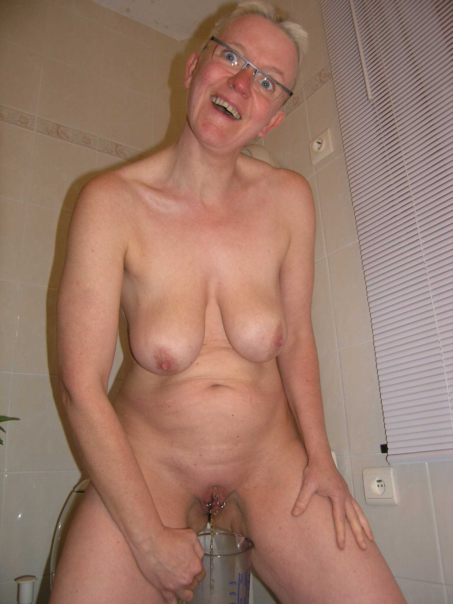 elderly peeing pics - xxx sex photos