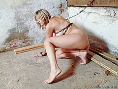 Chained E Urinando