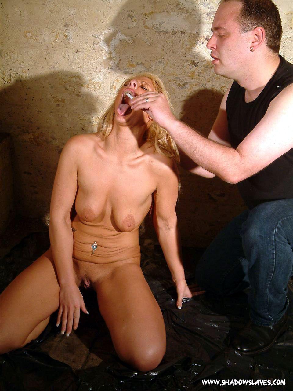 Публичное унижение голая 14 фотография